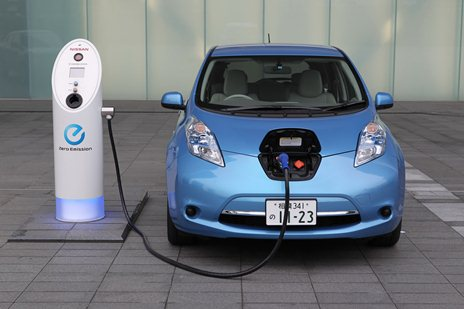 Nissan Leaf: the first car that glows in the dark